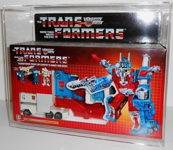 TRANSFORMERS G1 ULTRA MAGNUS DISPLAY CASE